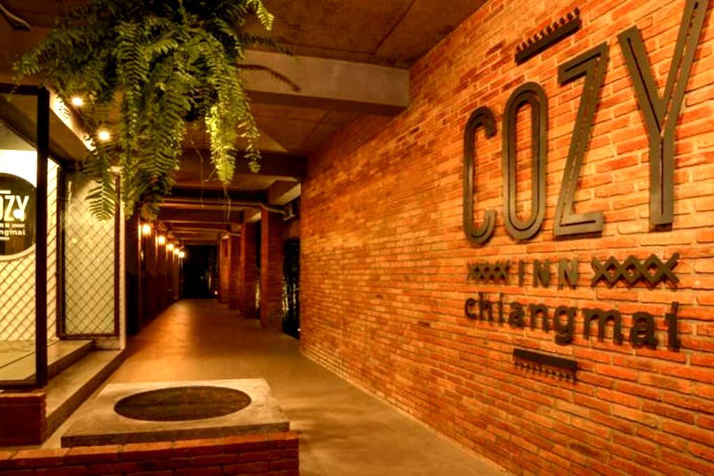 Cozy Inn Chiangmai - Si Phum - Leilighet
