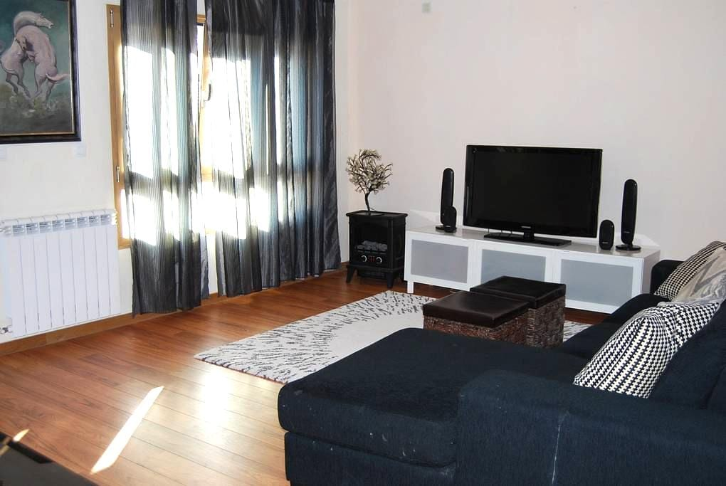 Apartment near by the Airport and center of Lisbon - Odivelas - บ้าน