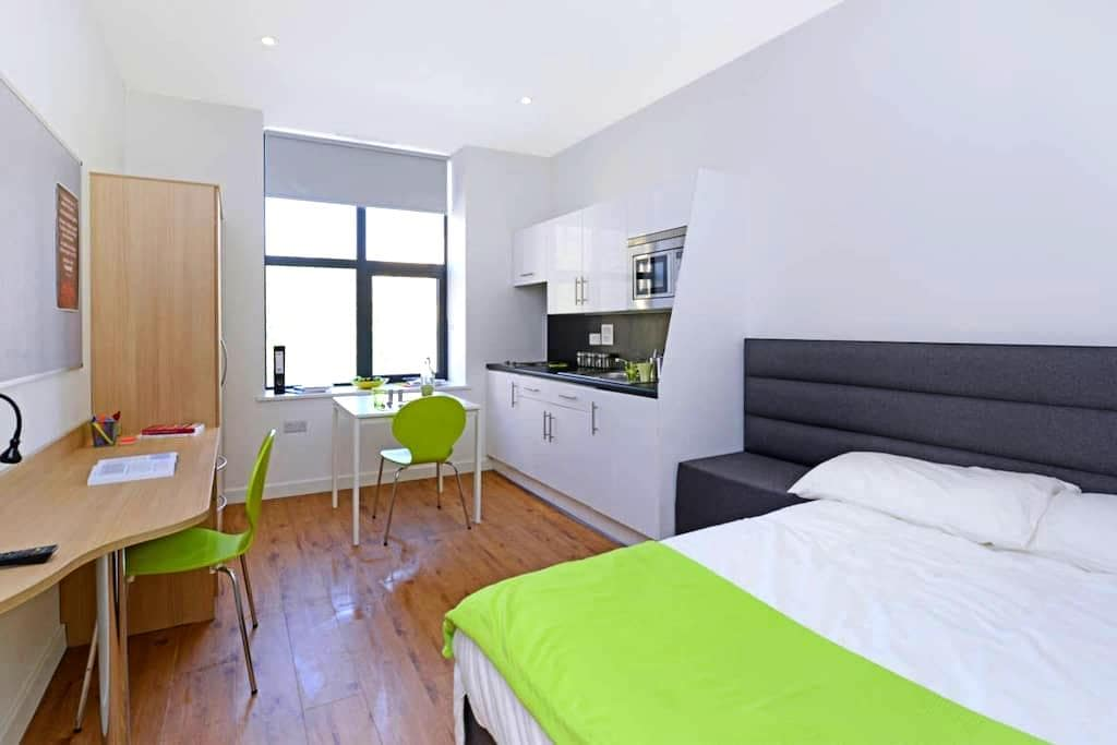 Luxury Studios near University (No.6) - Huddersfield