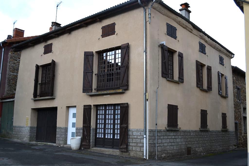 Appartement dans maison de Bourg - Arlanc - Pis