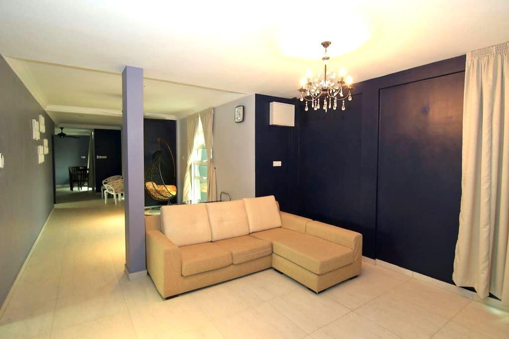 Gersik Theme Stay (1st & 2nd Floor) - Labuan - Casa