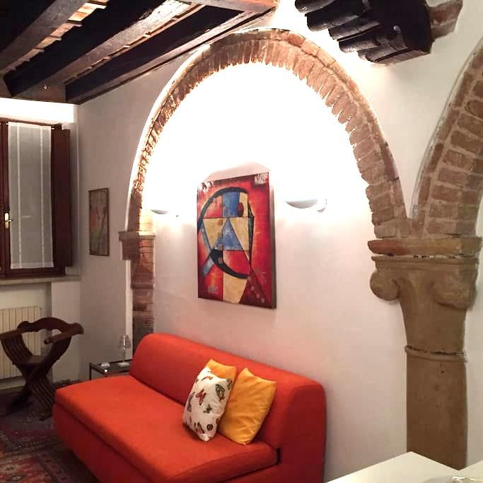 Nel cuore di Mantova romantico bilocale con garage - Mantova