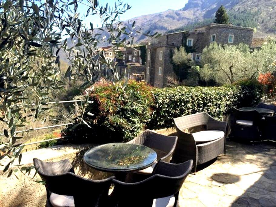 Panorama studio with huge terrace - Colletta di Castelbianco