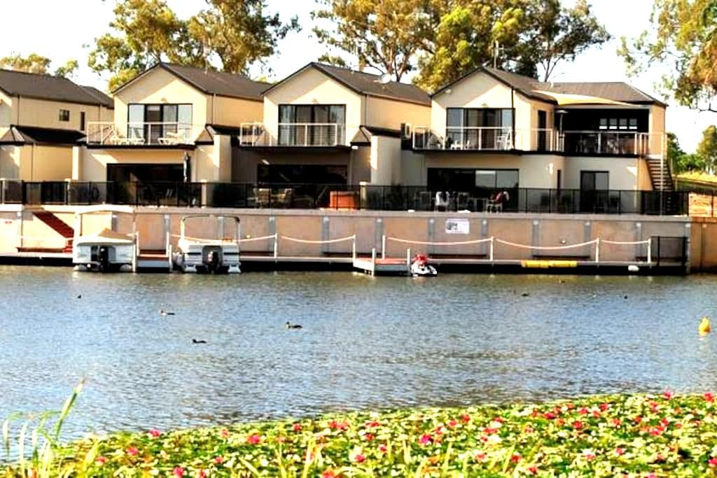 Lake Harbour 'Self Contained' Aptm - Mulwala - Appartement