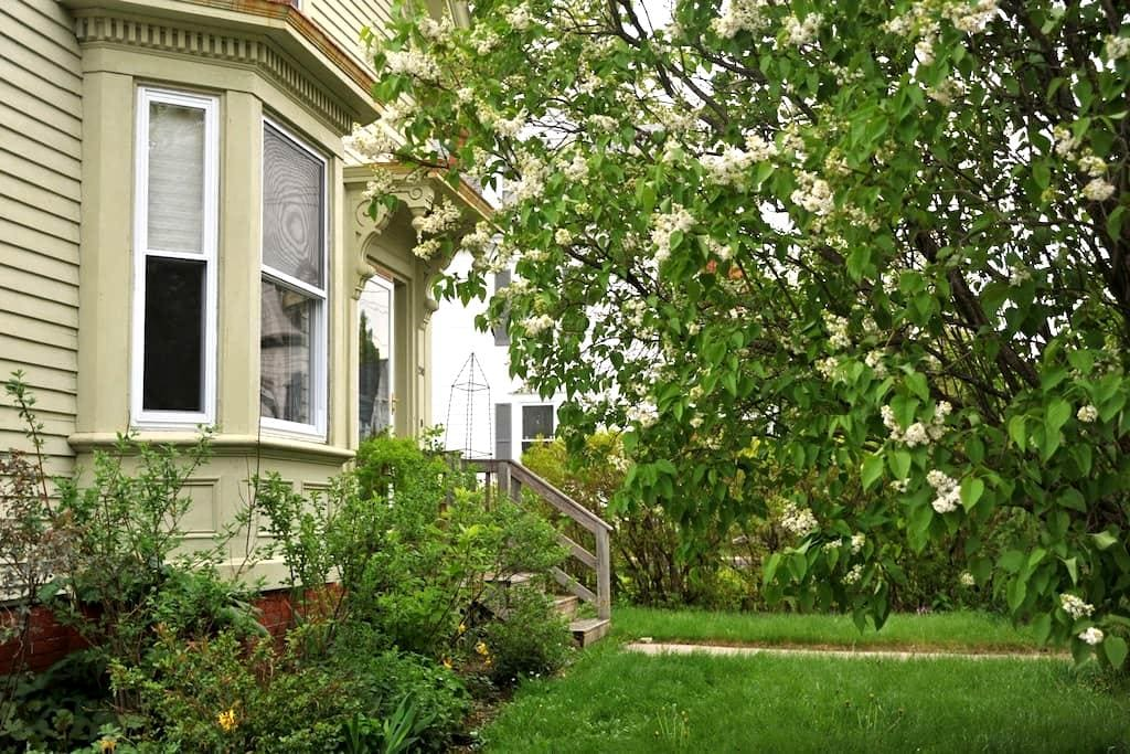 A Sunny Room for rent in Portland - Portland - Bed & Breakfast