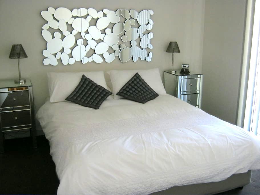 Location and Luxury Stay - The Gap - Penzion (B&B)