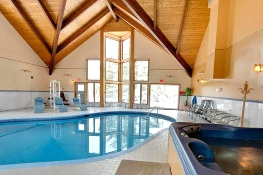 Auberge, Heated Pool, Sauna and Spa - Saint-Alphonse-Rodriguez - Nature lodge