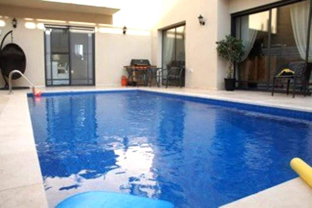 bedroom in private house with the pool - Herzliya - Bed & Breakfast