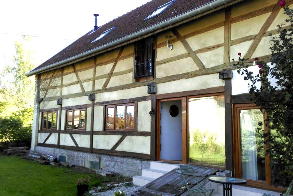 Guest Room in Renovated Beamed Barn - Praslin - Casa