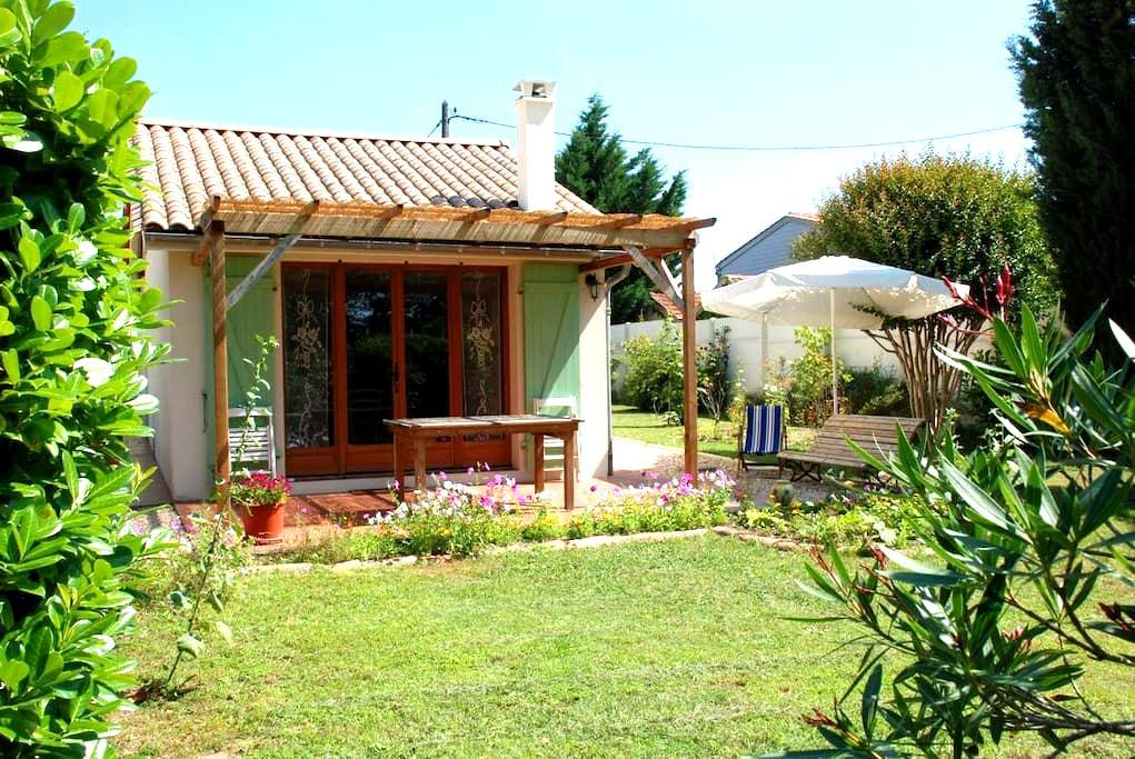 "Gîte dans un jardin à L'""Oustaou"" - Libourne - Casa"
