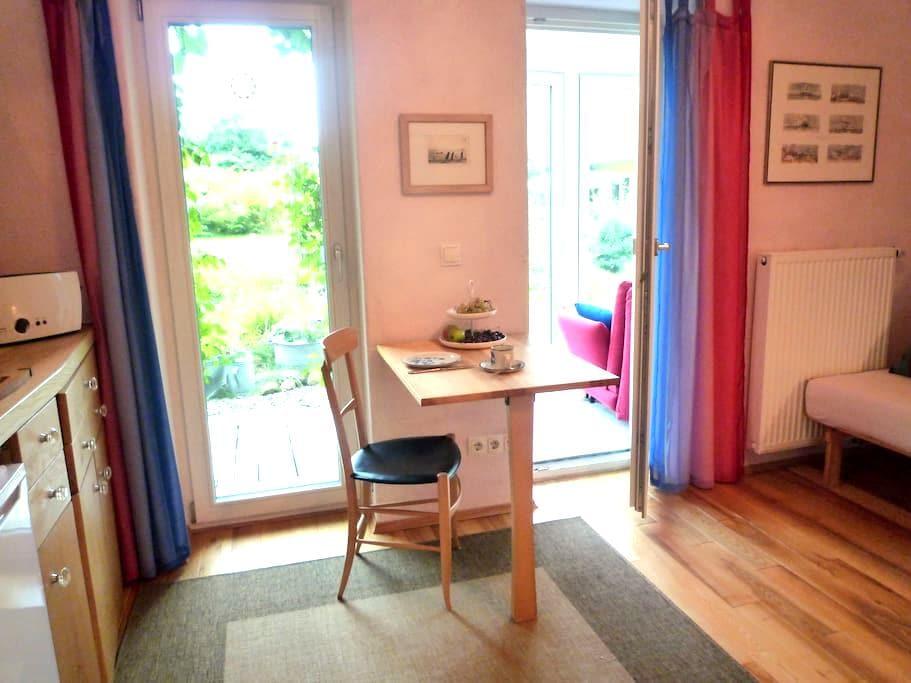 Schönes Zimmer mit Küchenzeile - Überlingen - บ้าน