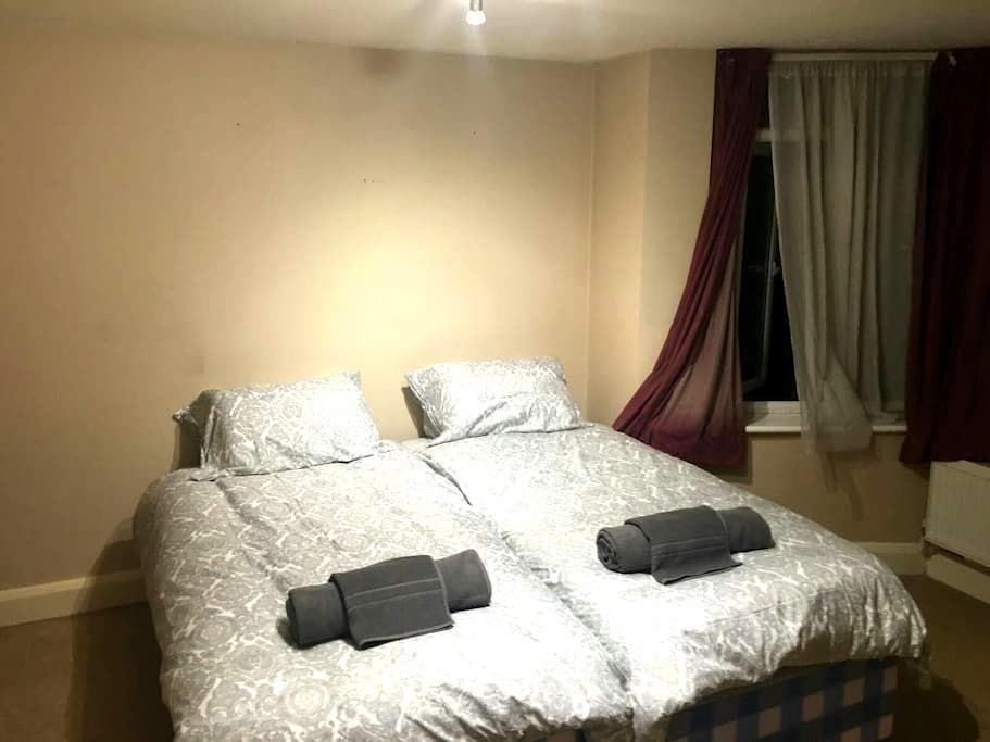 Golders Green Large Private Flat! - London, England, GB