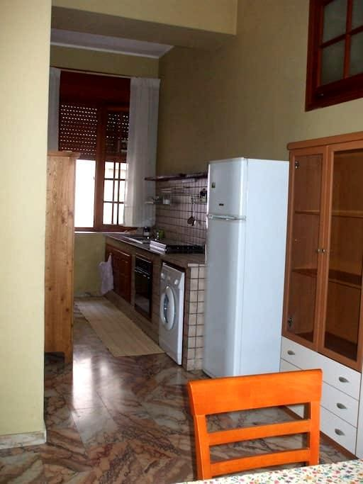 Two-room apartment in the Centre - Messina - Flat