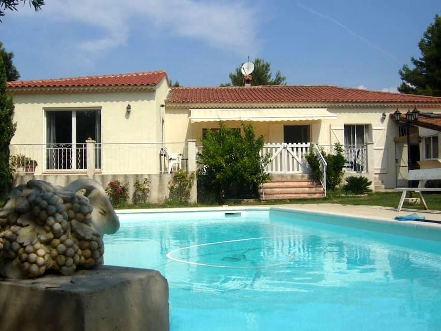 Studio cosy dans villa à la Couronne - Martigues - Huis