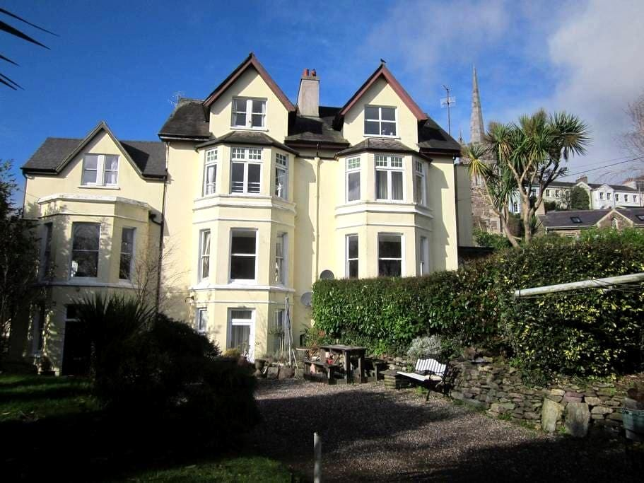 Seaside Mansion with harbour veiw - Monkstown - 獨棟