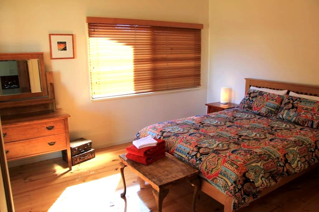 Boutique home & garden with wifi, Nepean Bay Stay - Brownlow Ki - Talo