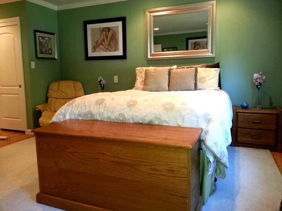 Master Bed/Bath in Quiet Mt. View, Ca Neighborhood - 山景城 - 獨棟
