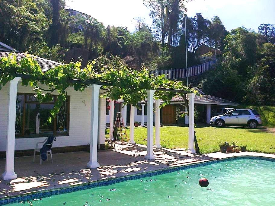 Views, own entrances, TV and WIFI - Pietermaritzburg - Apartment