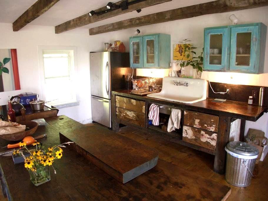 Charming Farmhouse near Hudson, NY - Athens - Huis