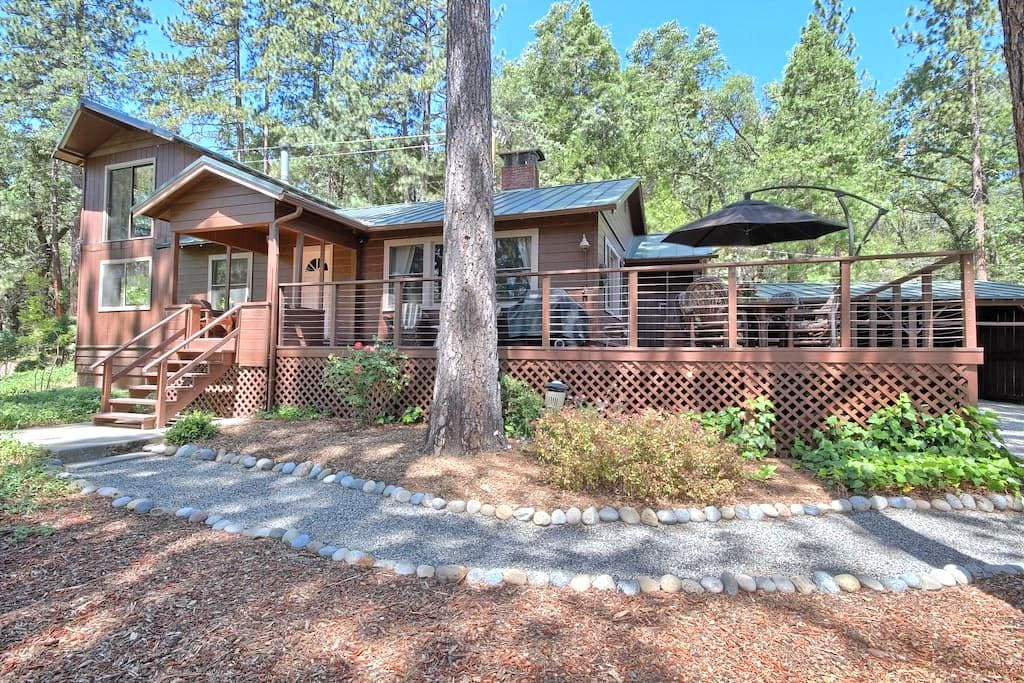 Soothing Solitude & Views in 2 Quaint Cabins - Wishon - Cabin