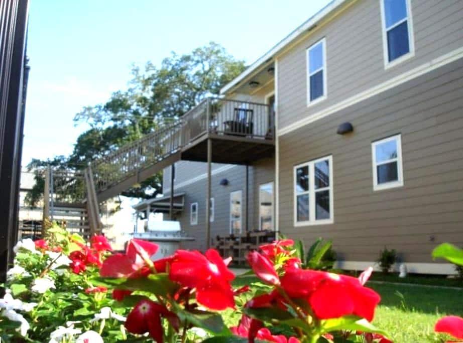 Downtown luxury condo 3 bedroom #2 - Lafayette - Apartment