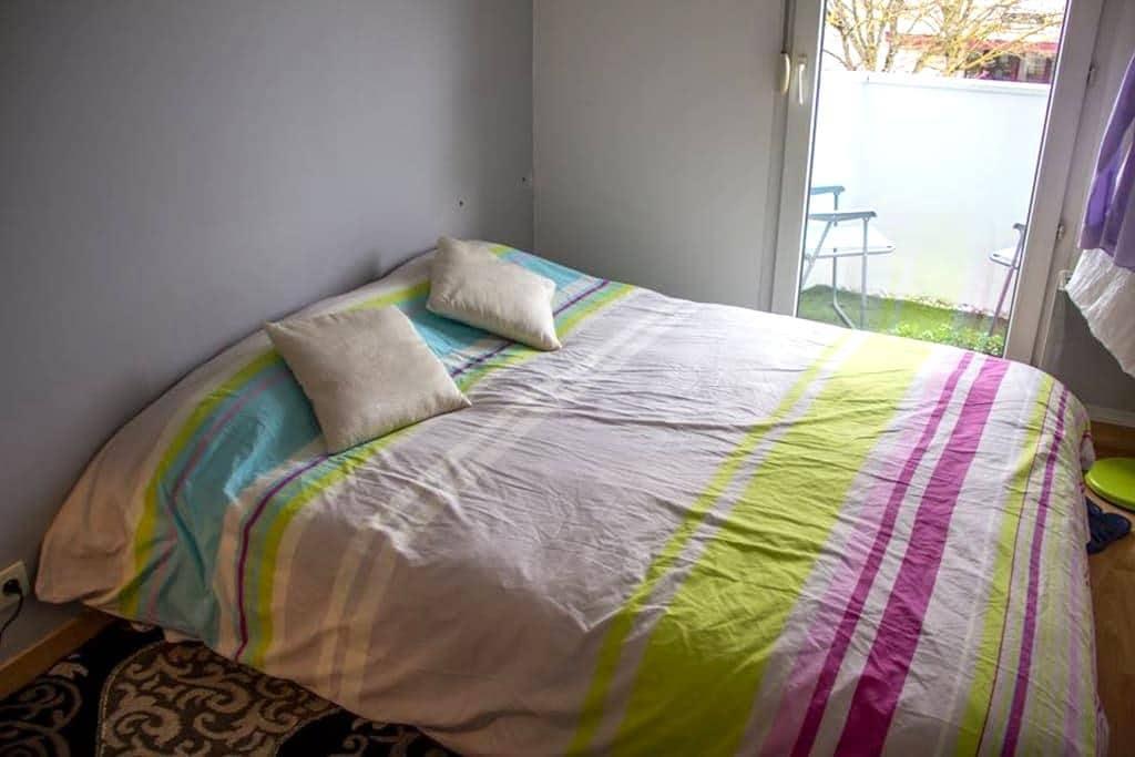 Chambre privée nord de Dijon - Dijon - Bed & Breakfast
