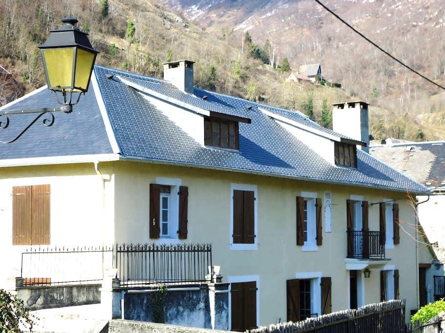 Gite de caractère dans les Pyrénées - Boutx - Huis