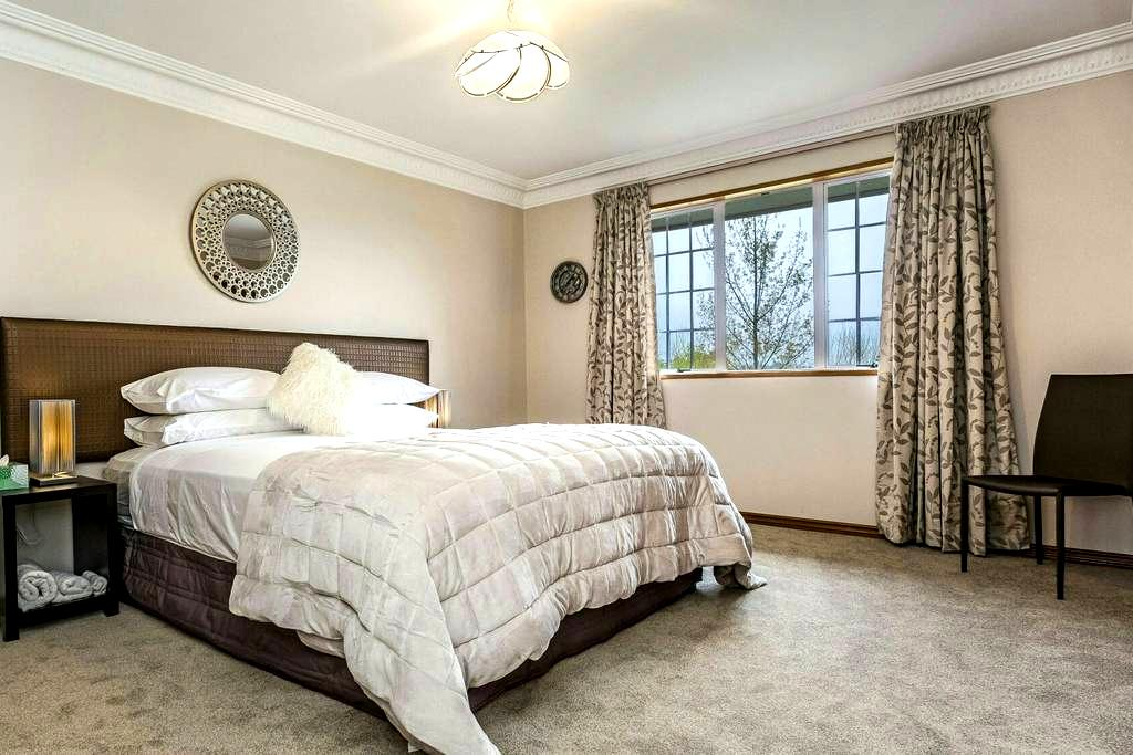 Hotelstyle Private Room in Self-contained Wing - Dunedin - Pension