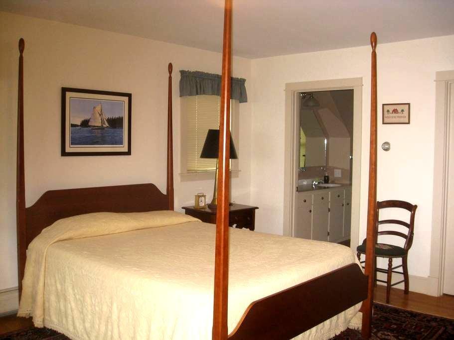 Cozy traditional room with bath - Brooklin - Talo