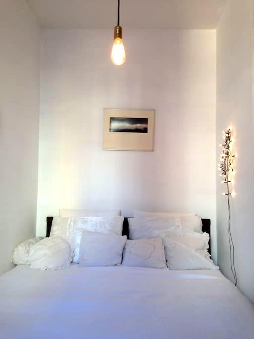 Comfy room in picturesque apartment with views - Barcelona - Apartamento