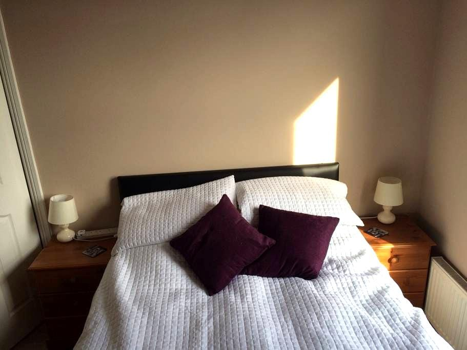 Lovely double room with tea on tap! - Jarrow