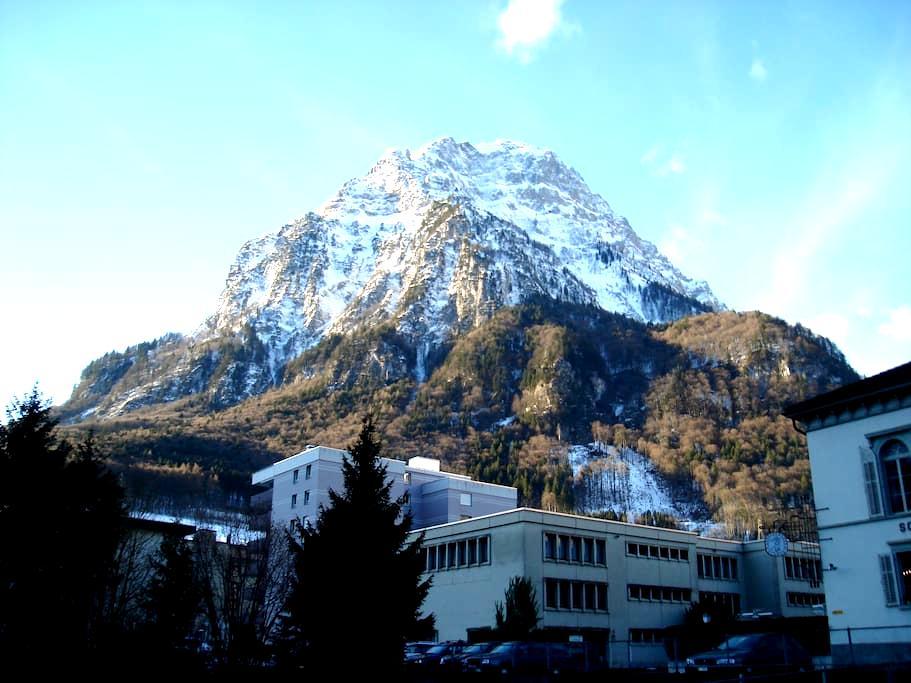 Gemütlichkeit mitten in Glarus  - Glarus - Apartmen