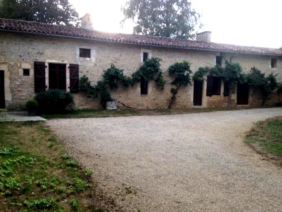 Maison de charme restaurée - Nouaillé-Maupertuis - Rumah