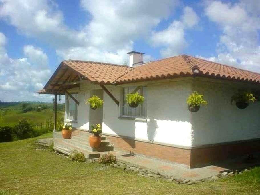 Casa Campestre LAS MARGARITAS en Circasia Quindio - Circasia