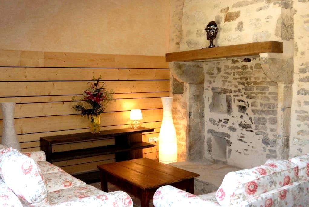 Maison de charme en Auvergne  - Bellenaves - Casa
