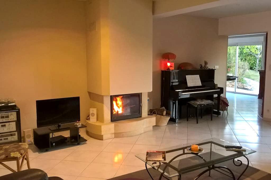 Chambre pour deux, piscine, terrasse, vue, jardin - Forcalquier - Casa