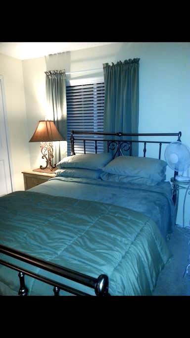 NICE CLEAN PRIVATE ROOM IN MY BRANDON HOME - Brandon