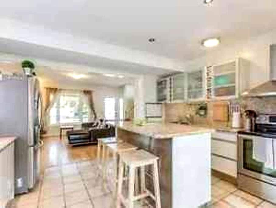 LUXURIOUS ROYAL LIVING - 5 min PEARSON AIRPORT - Mississauga - House