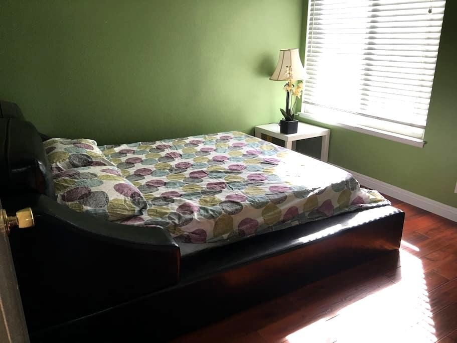 Cozy and private bedroom with big backyard - 奇诺岗(Chino Hills)