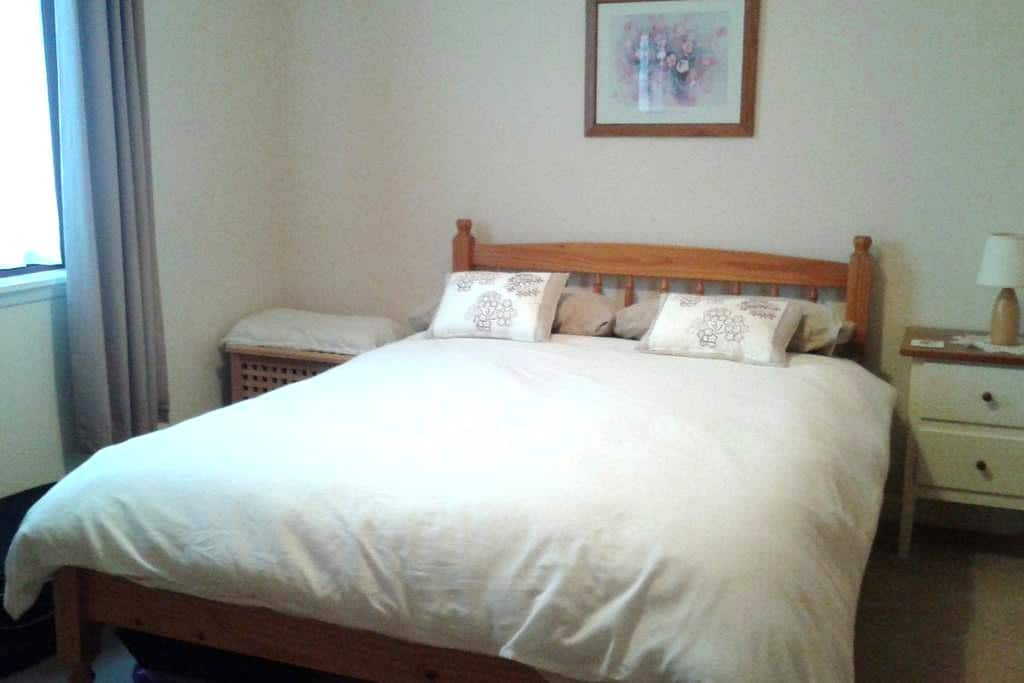 Comfortable room available for let. - Alford - House