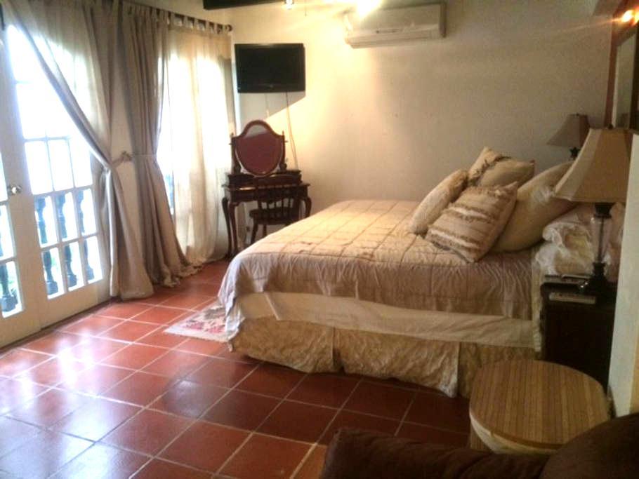 Luxurious master bedroom in OSJ - San Juan