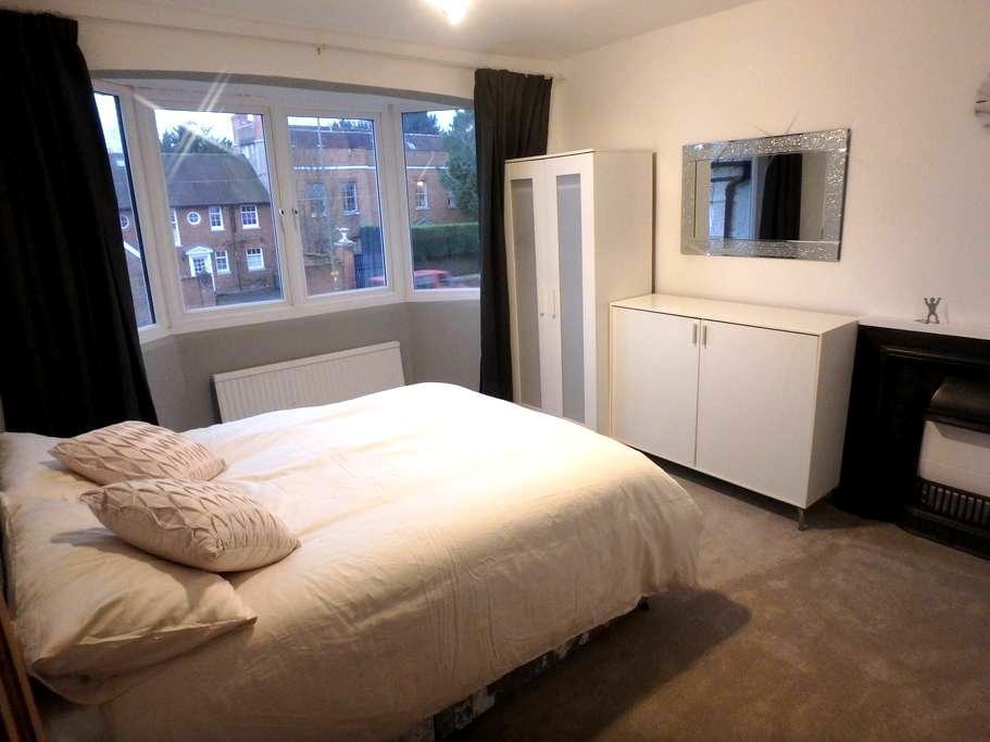 Epsom Luxury Double Room to let - Epsom - Huis