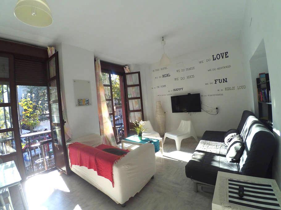 Habitación de 3 camas en The Spot Central Hostel - เซวิลล่า - ที่พักพร้อมอาหารเช้า