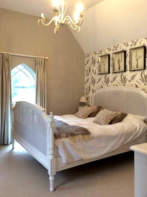 Beautiful light double bedroom - Hambledon - Σπίτι