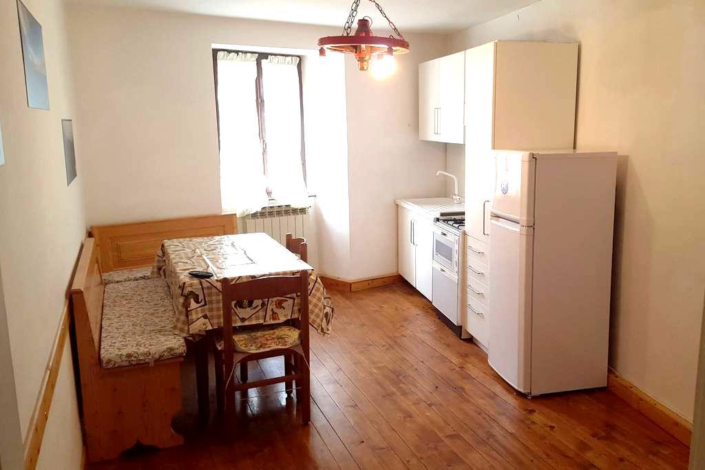 Appartamento a 150m dalla piazza con posto auto - Vezza d'Oglio - Huoneisto