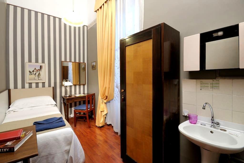 2 Camera singola a Piazza Barberini - Roma - Apartotel