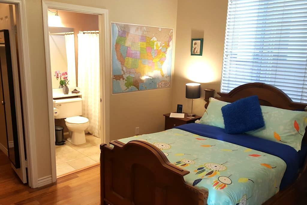 Cozy, clean, comfortable bedroom in Oxnard, CA - Oxnard - Dům
