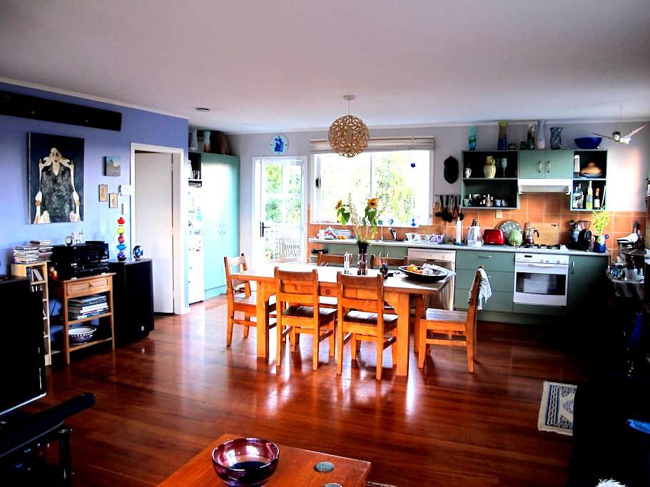 Unique artist's house interesting central location - Auckland - House