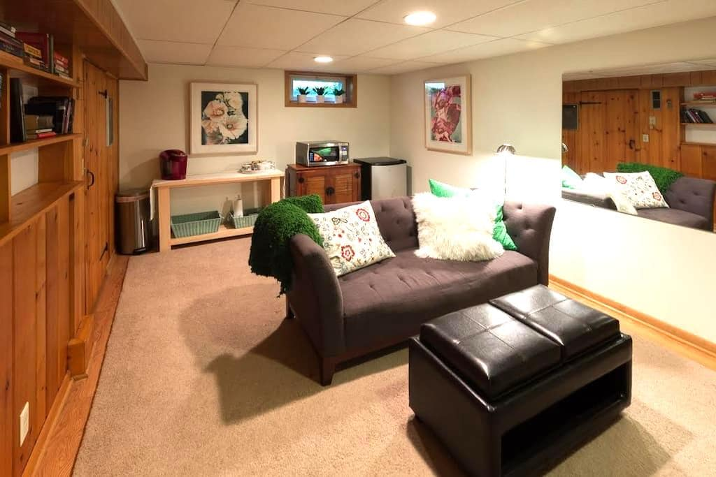 PRIVATE SUITE, JET TUB FOR ONE OR TWO!!! - Richfield - Casa