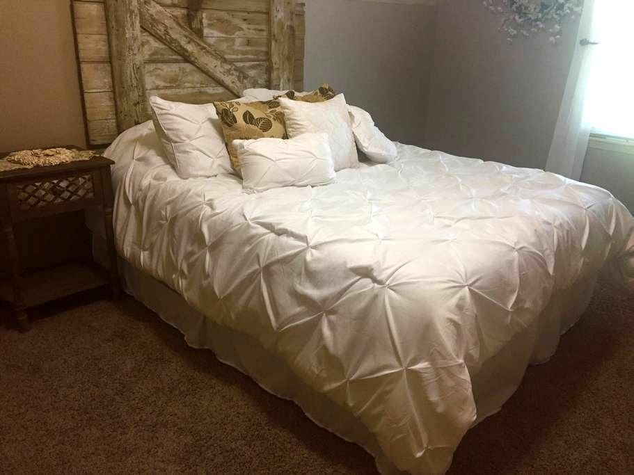 Spacious room close to the airport! - Kansas City - Ház